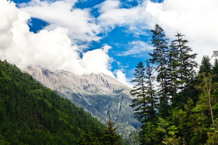 south sichuan: Mountains in Jiuzhaigou Valley
