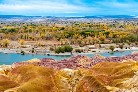 xinjiang: Burqin Yadan relief, la Chine, également connu comme Colorful Beach, l'Irtych, County Burqin, Préfecture d'Altay, Xinjiang, en Chine