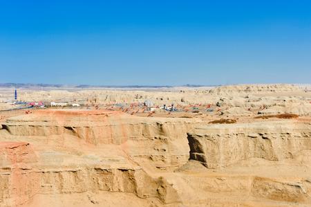 Oil pumping units in Urho district, Kelamay city, Xinjiang, China Imagens