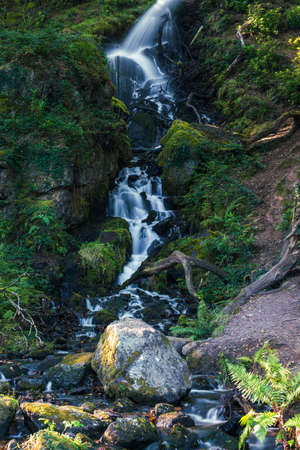 Waterfall in Burrator Reservoir in Dartmoor National Park in Devon in England in Europe Banque d'images