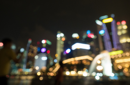 Merlion-fontein en marina bay vervagen achtergrond Singapore Stockfoto
