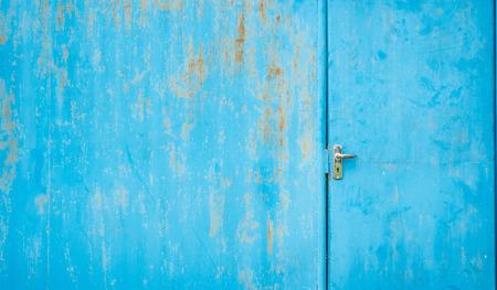 Old and rusty door Imagens
