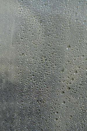 condensación: Gotas de condensación de agua en la placa de vidrio