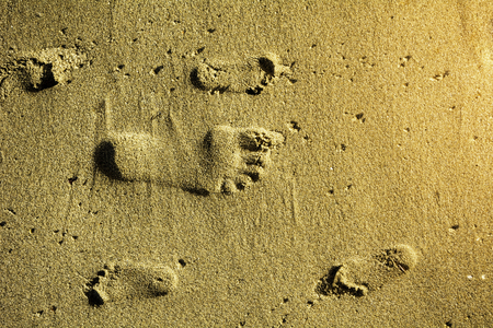 Footprint in sand on the beach of adult and children - Texture background of human grown up and child footprint on sandy beach - Top view copy space childrens footprints Stok Fotoğraf