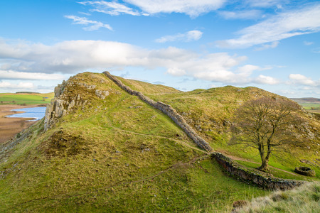 hadrian: Sycamore Gap on Hadrians Wall in Northumberland, England Stock Photo