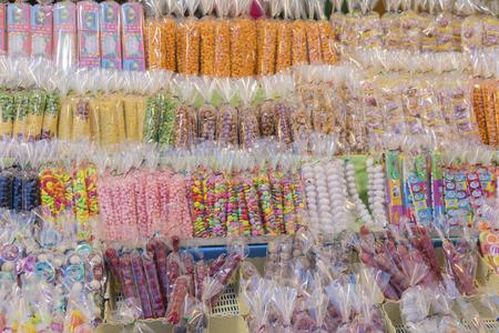 Thai vintage sweet and dessert. Thai childhood candy. Asian snack shop. Standard-Bild
