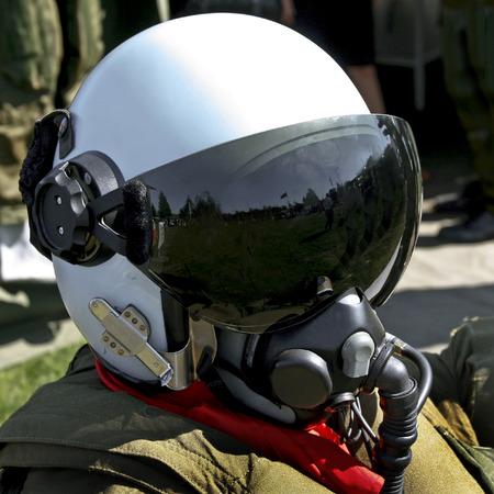 fighter pilot: piloto de caza de la fuerza a�rea sueco con su casco Foto de archivo