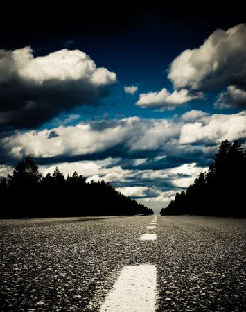 horizont: empty road scenery with a blue horizont