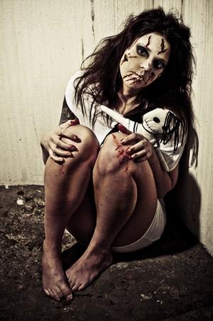 sangre derramada: una chica de aspecto temible pose�da por un demonio
