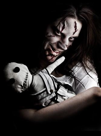 evil girl: una ragazza cerca spaventosa posseduta da un demone Archivio Fotografico