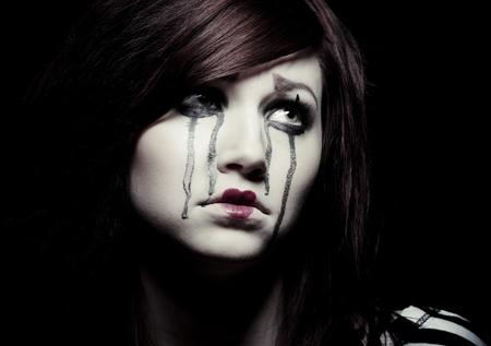 m�mica: un payaso triste mime femenina con una flor roja