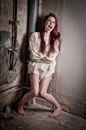 preso: una demente chica psycho vistiendo una chaqueta recta Foto de archivo