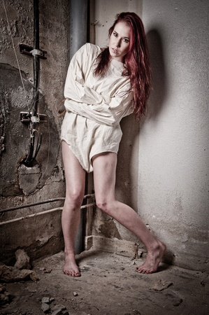 gefangener: eine wahnsinnige psycho Mädchen trägt eine Zwangsjacke Lizenzfreie Bilder