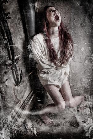 �crazy: una chica psic�pata demente llevaba una camisa de fuerza