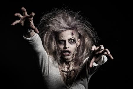 Un no-muerto de miedo zombie girl Foto de archivo - 20528595