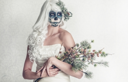 faceart: a female bride with her face painted as a traditional day of the dead sugarskull mask Stock Photo