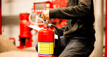 Engineer checking Industrial fire control system,Fire Alarm controller, Fire notifier, Anti fire.System ready In the event of a fire. Foto de archivo