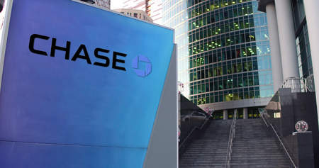 Street signage board with JPMorgan Chase Bank logo. Modern office center skyscraper and stairs background. Editorial 3D rendering United States Publikacyjne