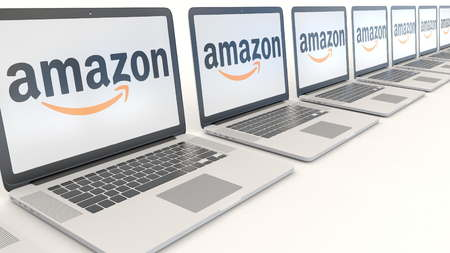 Modern laptops with Amazon.com logo. Computer technology conceptual editorial 3D Zdjęcie Seryjne - 72928885