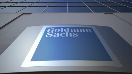 The Goldman Sachs Group, Inc. 로고가있는 실외 간판. 현대 오피스 빌딩입니다. Editorial 3D rendering