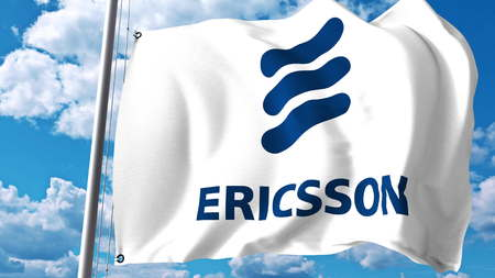 구름과 하늘에 [NULL]에 대해 에릭슨 로고와 함께 깃발을 흔들며. Editorial 3D rendering