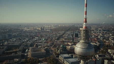 BERLIN, GERMANY - OCTOBER 21, 2018. Aerial view of famous Berliner Fernsehturm or Television Tower against beautiful cityscape Standard-Bild - 120106528