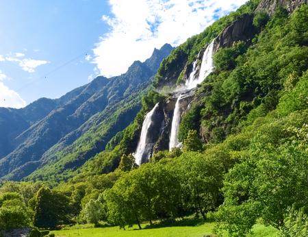 nebbia: Valchiavenna, Italy  Waterfalls of  Borgonuovo Stock Photo