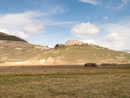 castelluccio di norcia: Italy, Castelluccio di Norcia: big plan of Monti Sibillini.