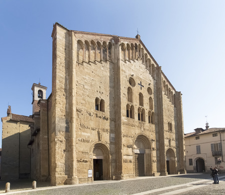 or san michele: The Basilica of San Michele Maggiore, is a masterpiece of Lombard Romanesque style in Pavia, Italy