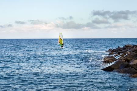 windsurfing: Windsurf en la luz del atardecer Foto de archivo