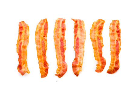 bacon fat: Freshly fried bacon served on white underground