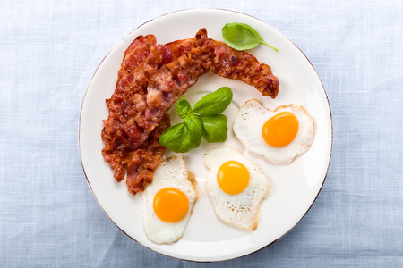 bacon fat: Bacon and quail eggs with basil