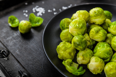 Brussels sprouts cooked on a plate 免版税图像 - 46700664