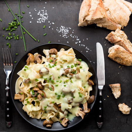 chives: Mushrooms with noodles, sauce and fresh chives