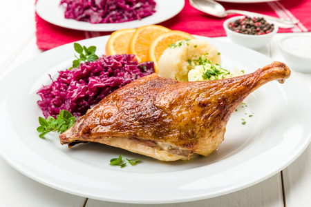 goose club: Roast duck with dumplings, red cabbage and oranges