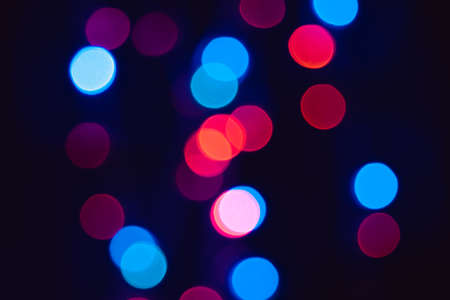 Red blue and purple bokeh dots on black background, colorful circles to use for photo image manipulation Banque d'images