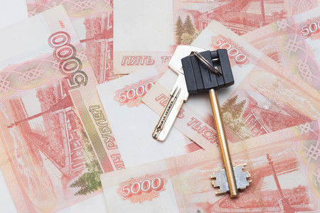 house keys on the background of five thousand rubles banknotes. purchase of real estate. Travel and money.