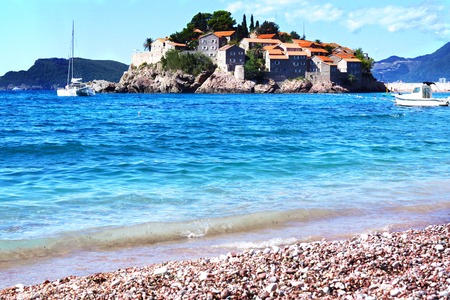 Montenegros a major tourist attraction - the island of Sveti Stefan left the beach, the blue crystal clear sea