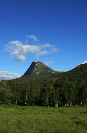 Travel to Norway, a mountain with a cloud, similar to an active volcano. 免版税图像