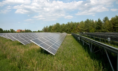 energia solar: Las energ�as renovables: paneles solares Foto de archivo