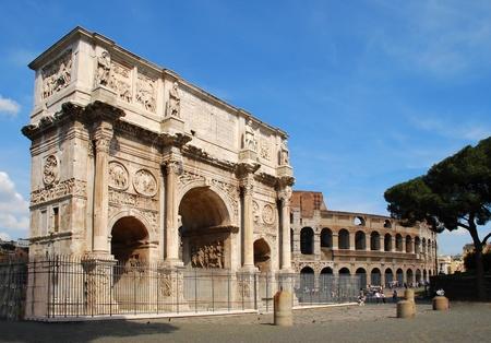 stock agency: L'Arco di Costantino (italiano: Arco di Costantino) � un arco trionfale a Roma, situato tra il Colosseo e il Palatino.