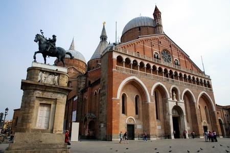 tumbas: Iglesia de San Antonio (Basílica) - Padua, Italia Foto de archivo