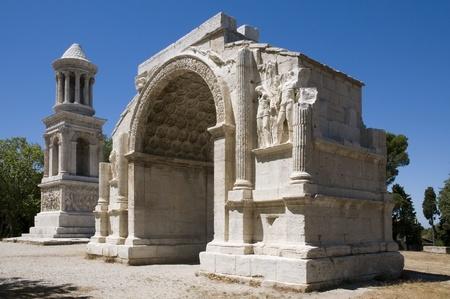 Glanum, Saint-Rémy-de-Provence:  The triumphal arch and Cenotaph