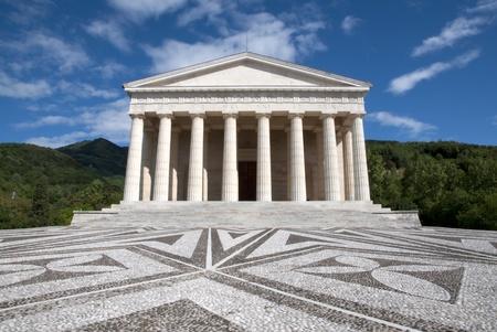 neocl�sico: Canova Temple - Possagno, Italia. El templo es un edificio neocl�sico, dise�ado y financiado por Canova. Foto de archivo