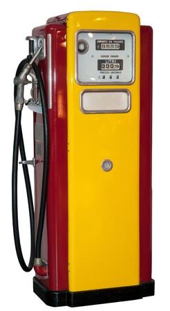 gasolinera: cosecha: antigua estación de gas aislada en un fondo blanco