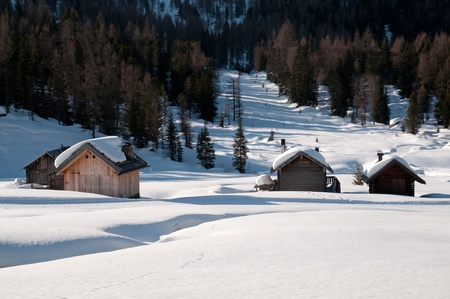 stock agency: Chalet nella neve - Dolomiti Archivio Fotografico