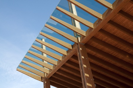 roof beam: Construction site: glued laminated timber - platform mobile Stock Photo