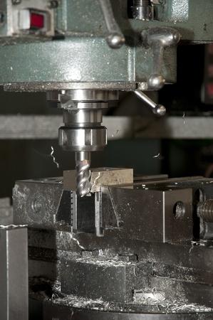 Bohren und Fräsen CNC in der Werkstatt