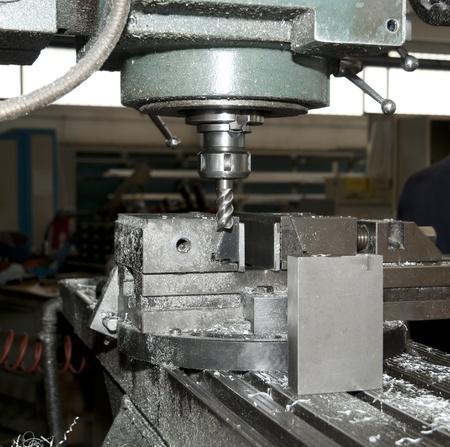 Bohren und Fräsen CNC in der Werkstatt Standard-Bild - 10756264