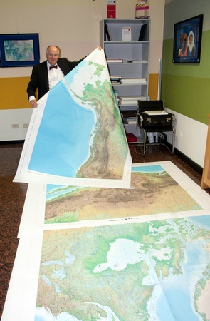 Offset print of the largest world atlas. Litorama is printing whit offset technology Earth: Platinum Edition, the largest world atlas published by the Australian Millennium House.